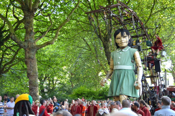 2014giantspectacular littlegirlgianttrees 600x398 Giant Spectacular. The Giants are back in Liverpool!