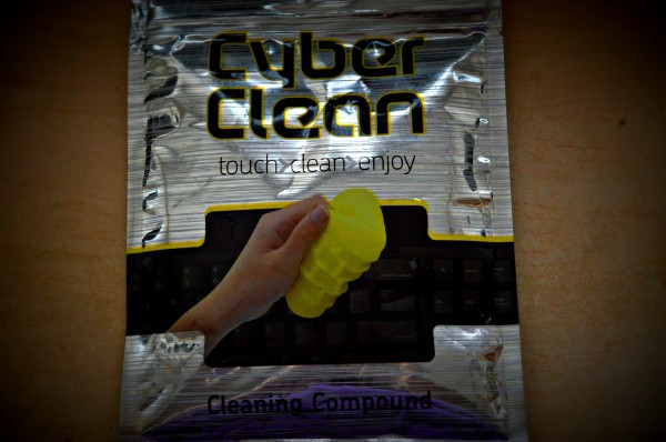 cybercleanpack 600x398 Can Cyber Clean clean my disgusting keyboard?